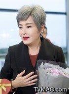 齐母(恬妞饰演)