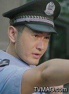 警察明(黄晓明饰演)