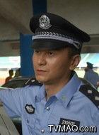 警察乙(刘刚饰演)