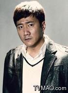 马东(胡军饰演)
