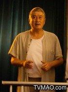 老何(林威饰演)