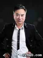 于父(岳跃利饰演)